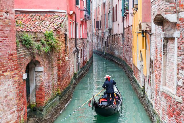 Wenecja – miasto kanałów i tłumów